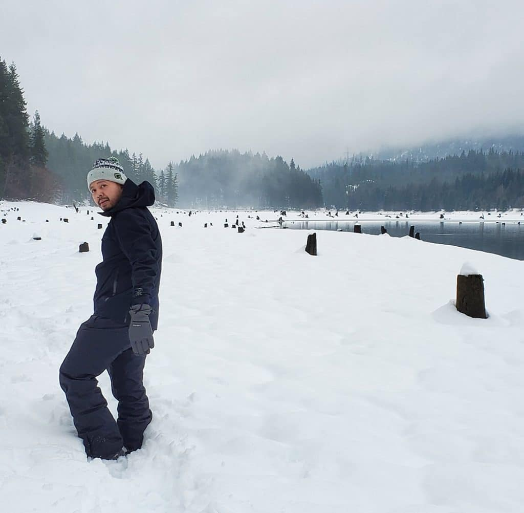 YETI's hip nguyen snow shoeing
